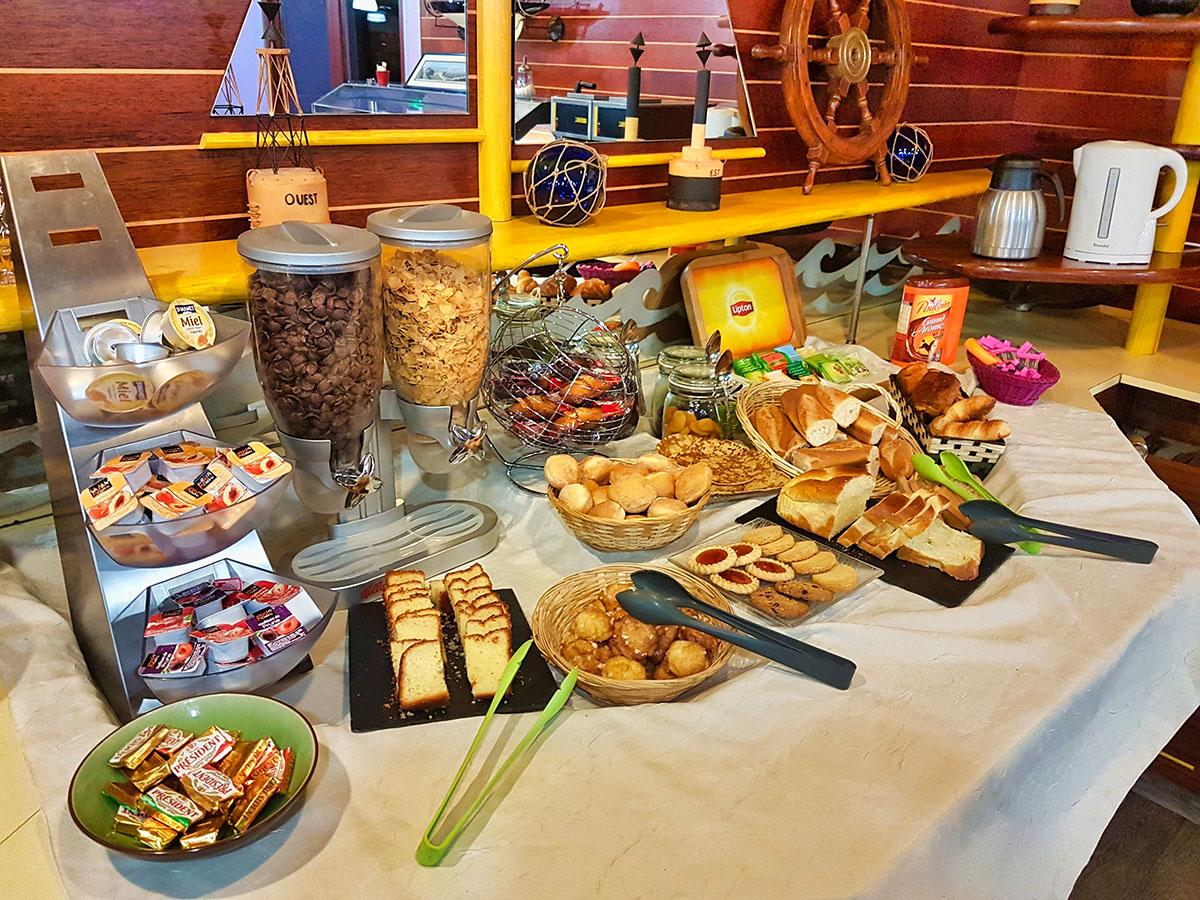 Petit Dejeuner buffet à volonte hotel le seino marin cleon rouen sud